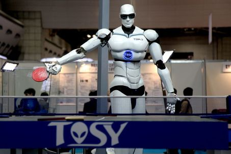 TOSY Ping Pong Playing Robot by Humanrobo [own work] (CC BY-SA 3.0)