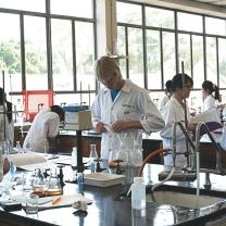 Chemistry laboratory, University of Sydney by Sydney Uni. Flickr. (CC BY-NC-SA 2.0)