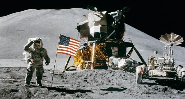 Apollo_15_flag,_rover,_LM,_Irwin copy