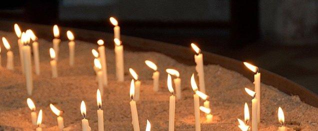 candles- prayer 2686150_1280 pixabay annca copy